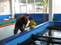 子供と魚釣り