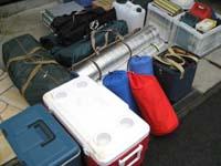 キャンプ道具・荷物を車へ積み込み2